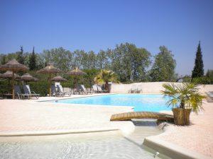 La piscine de notre camping en Provence, pour petits et grands.